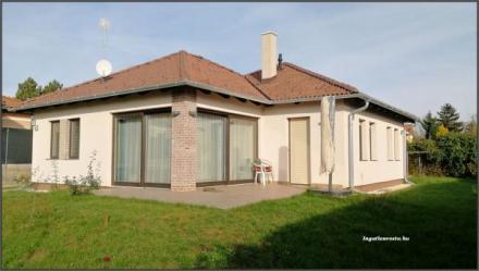 Fiatal családi ház a Bagolyvár közelében